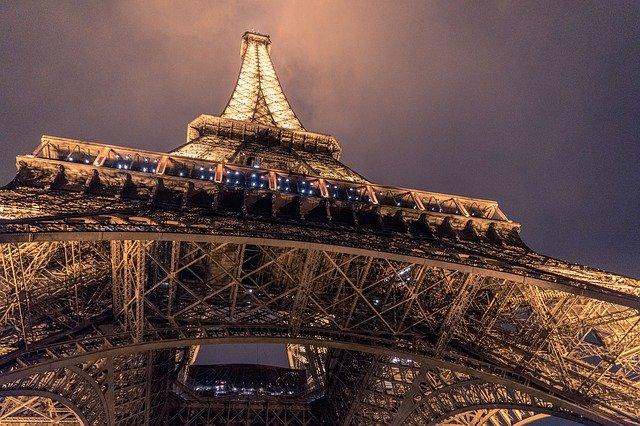 8 conseils pour visiter la tour Eiffel de nuit